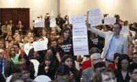 Grupo que protesta contra la CICIG irrumpió en evento de cierre organizado por la comisión. (Foto Prensa Libre Esbin García)
