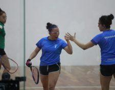 Ana Gabriela y María Renée dieron su máximo esfuerzo. (Foto Prensa Libre: Carlos Vicente)