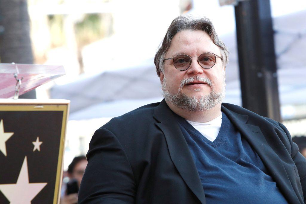 El cineasta mexicano Guillermo Del Toro fue honrado en el Paseo de la Fama de Hollywood en Los Ángeles. (Foto Prensa Libre: EFE)