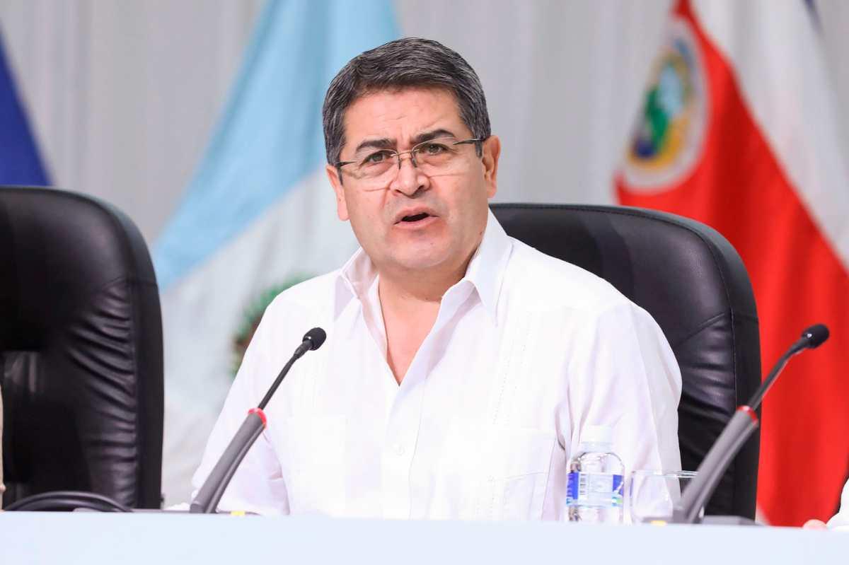 Presidente de Honduras viaja a reunión con jefe de Seguridad Nacional de EE. UU.