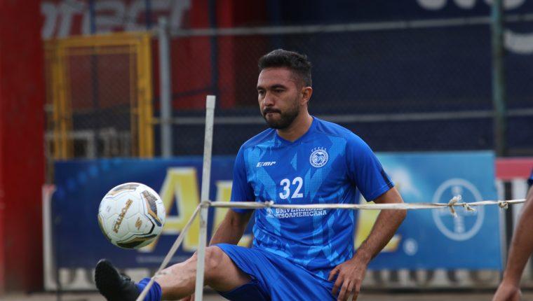 Carlos Kamiani espera finalizar su sequía goleadora ante Deportivo Iztapa. (Foto Prensa Libre: Raúl Juárez)