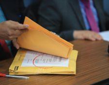 La Junta Licitadora del Inde descalificó a las dos empresas y no abrió las ofertas económicas para la compra de energía solar y les devolvió los sobres. (Foto, Prensa Libre: Juan Diego González).