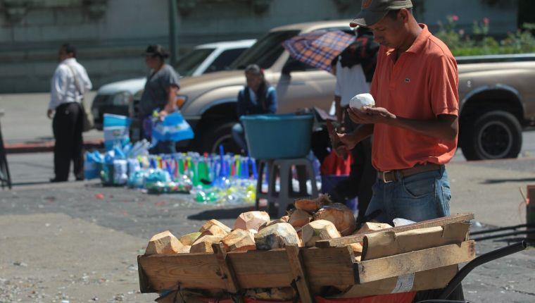 ¿Cuánto aportan los comercios informales a la economía? El Banguat está cerca de saber la respuesta