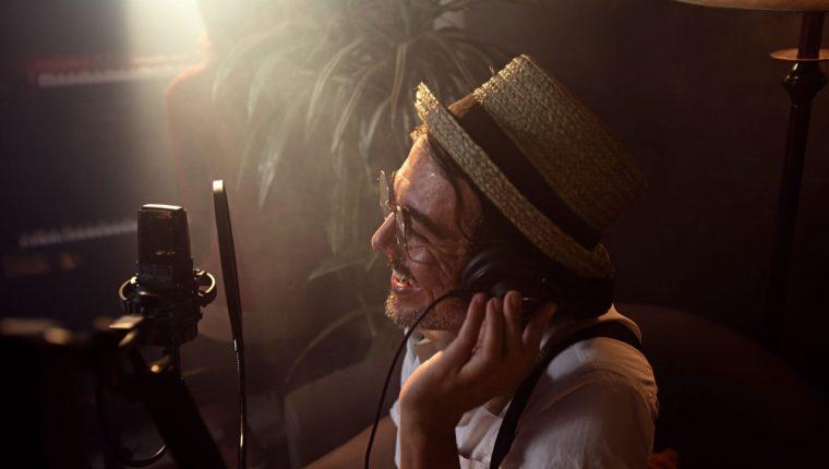 Escuchar la música de Ishto Juevez es una invitación para adentrarse en un mundo lleno de ritmos que contagian a cualquiera y de letras audaces que buscan motivar las mentes de su público y a veces, contagiarlas de su buen humor. (Foto Prensa Libre. Cortesía)