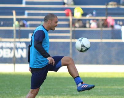 El brasileño Janderson Pereira augura un partido muy disputado contra Guastatoya. (Foto Prensa Libre: Eduardo Sam Chun)
