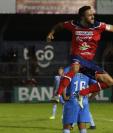 El delantero mexicano Carlos Kamiani Félix festeja el gol que le anotó a Sanarate. (Foto Prensa Libre: Raúl Juárez)