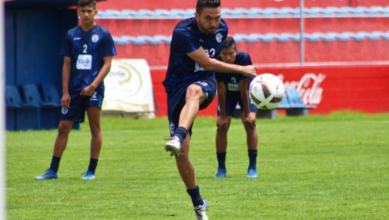 El artillero mexicano Carlos Kamiani Félix es sin duda uno de los jugadores extranjeros más rentables del país. (Foto Prensa Libre: Raúl Juárez)