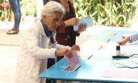 Los guatemaltecos acuden este domingo 16 de junio a las urnas para elegir a sus autoriades. (Foto Prensa Libre: EFE)