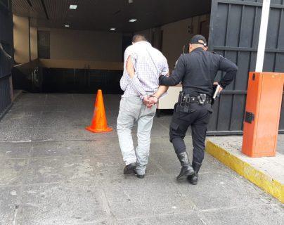 Hasta las 15.00 horas de este 10 de agosto, la PNC había capturado a 21 personas por infringir la Ley Seca. (Foto Prensa Libre: PNC)