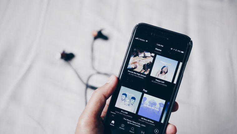 Existen varias plataformas para escuchar música disponibles a través de Internet. Conozca algunas de las opciones y elija la que más se apegue a sus intereses. (Foto Prensa Libre: Servicios)