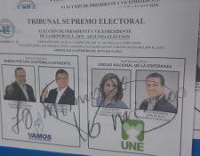 """Un votante escribió """"lo mismo, lo mismo"""" en la papeleta de elección a presidente de Guatemala en la segunda vuelta. (Foto Prensa Libre: Andrea Domínguez)"""