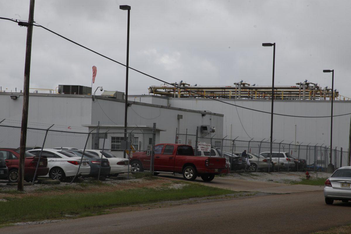 """""""Planificaron las redadas diabólicamente"""": migrantes en Misisipi narran momentos angustiantes durante el mega operativo de ICE"""