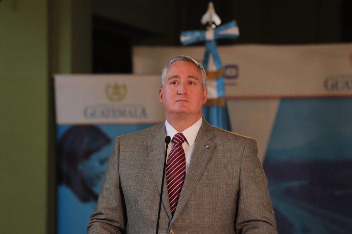 Hermano de ministro Degenhart es investigado por la Fiscalía de Lavado de Dinero