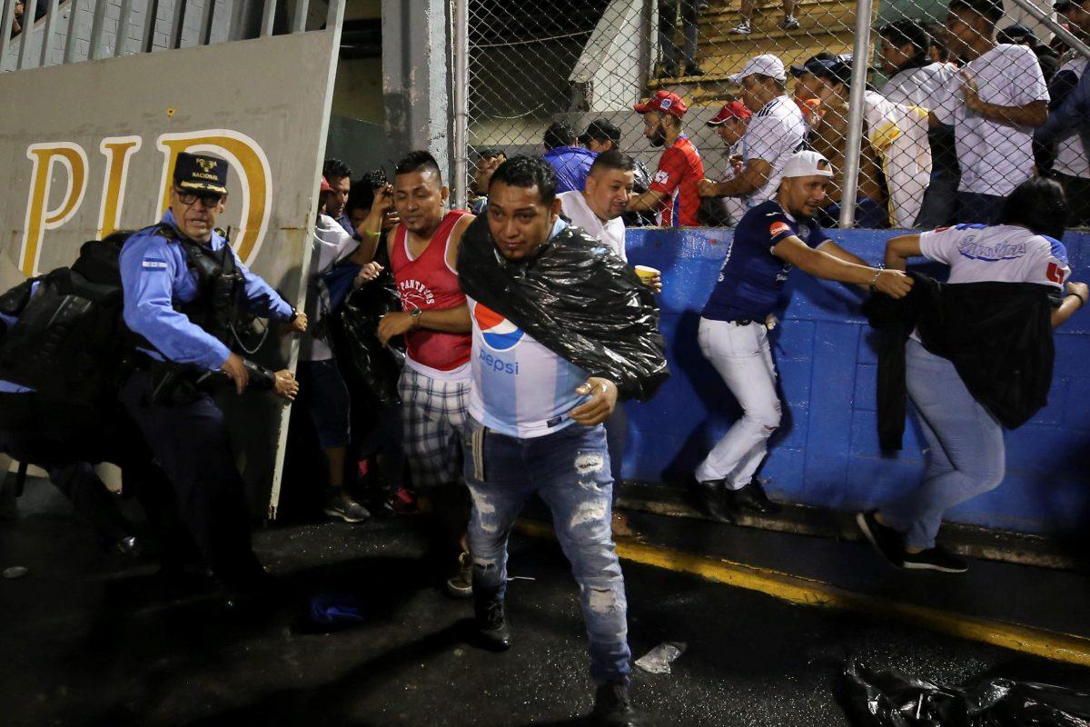 Sube a 4 cifra de muertos tras ataque a autobús de equipo de futbol hondureño