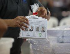 Tribunal Supremo Electoral realiza embalaje de papeletas para elegir a presidente y vicepresidente en la segunda vuelta en las elecciones 2019, que ser‡ enviado a los centros de votaci—n para guatemaltecos en Estados Unidos.   Fotograf'a: Erick Avila.                       03/08/2019