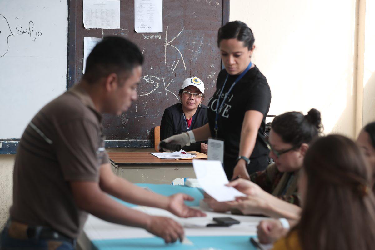 Guatemaltecos emitieron 188 mil votos nulos o en blanco en la segunda vuelta electoral