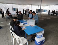Ciudadanos en el centro de votaciones en el colegio IMB PC ubicado en la zona 12, donde a las 7 de la ma–ana inicio las votaciones.   Fotograf'a Erick Avila           11082019