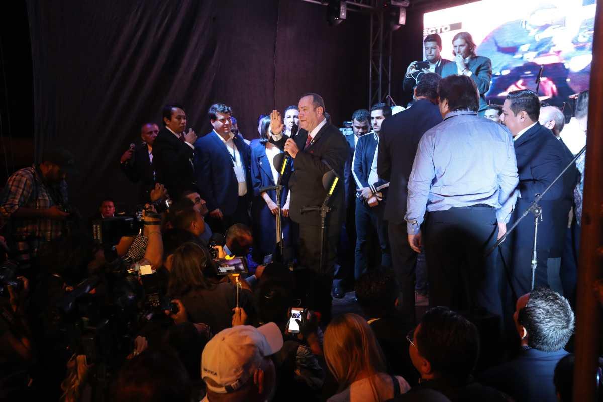 Alejandro Giammattei y su celebración exprés