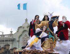 Procesión de la Virgen de la Asunción, recorre las calles del Centro Histórico en 2019. (Foto Prensa Libre: HemerotecaPL)
