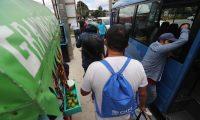 Varios deportados entre ellos ni–os acompa–ados de sus familiares llegan en el vuelo donde llega Timothy Robbins, director ejecutivo adjunto del servicio de Control de Inmigraci—n y Aduanas ICE quien dio conferencia de prensa  sobre las deportaciones que se realizar‡n a futuro de los Guatemaltecos.    Fotograf'a Erick Avila.  20/08/2019