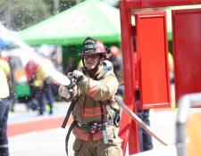 Bomberos Municipales realizan los ejercicios del Desafío CBM 2019. Fotografía Prensa Libre: Erick Avila