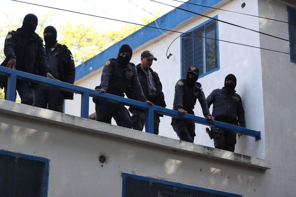 Guardias del Sistema Penitenciario paralizaron sus labores esta madrugada. Foto Prensa Libre: Óscar Rivas