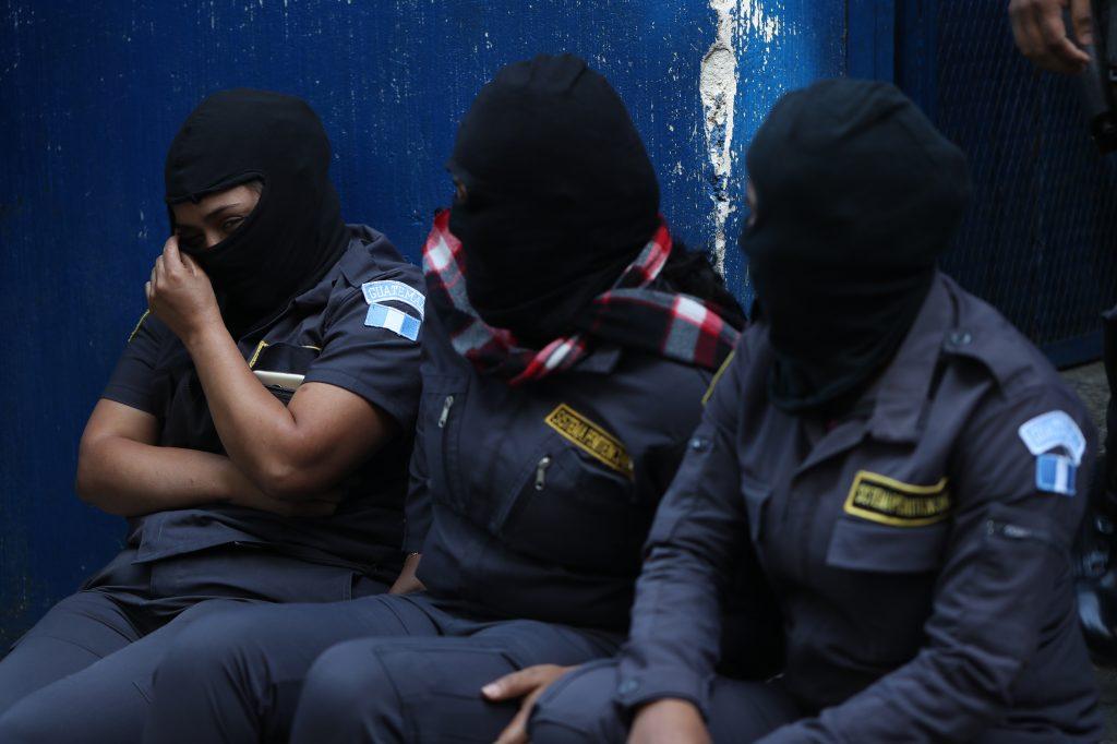 Las damas piden que se les brinden los servicios mínimos de salud y espacios para asearse porque se encuentran en mal estado. Foto Prensa Libre: Óscar Rivas