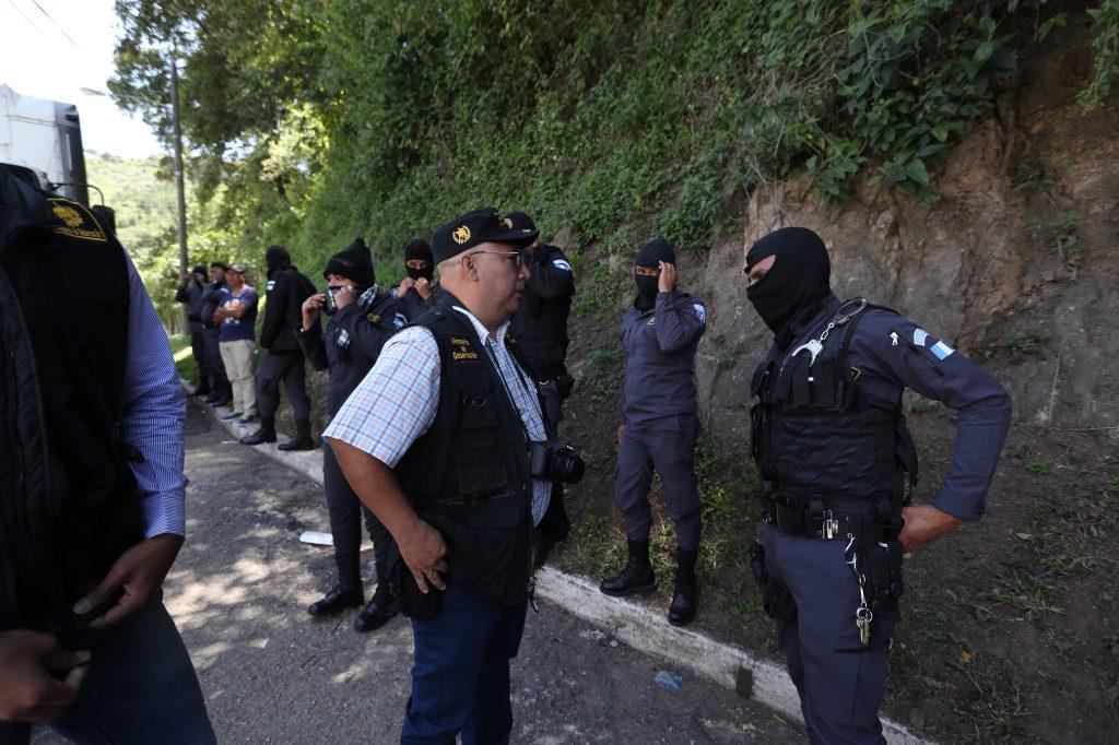 Debido a que no se levantaba la protesta tuvo que llegar al lugar Asuntos Internos del Ministerio de Gobernación. Foto Prensa Libre: Óscar Rivas