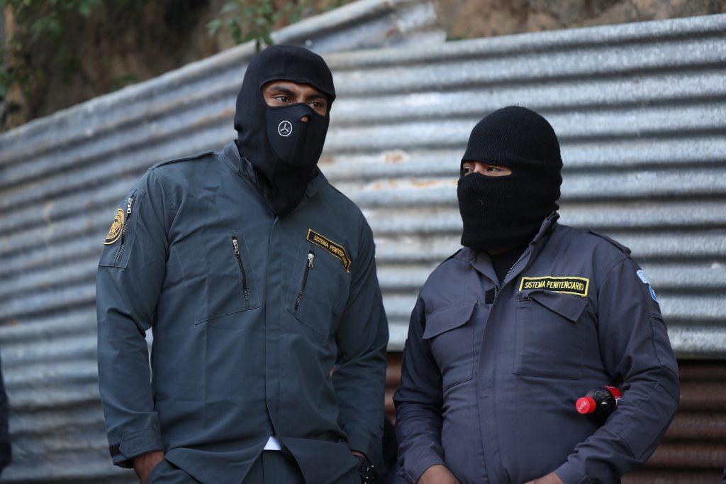 Al mismo tiempo piden que se les brinde uniformes del mismo color y que se les complete el equipo. Foto Prensa Libre: Óscar Rivas