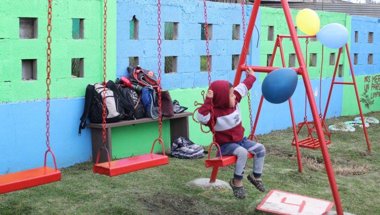 El parque rayito de sol servirá para que los niños del sector se diviertan. (Foto Prensa Libre: María Longo)