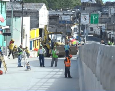 Para la próxima semana se espera que culmine la construcción del viaducto en la 13 avenida y calle Martí, zona 6. (Foto Prensa Libre: cortesía)