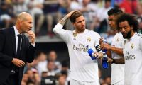 Real Madrid's French coach Zinedine Zidane (L) talks to Real Madrid's Spanish defender Sergio Ramos, Real Madrid's Brazilian midfielder Casemiro and Real Madrid's Brazilian defender Marcelo during the Spanish League football match between Real Madrid and Real Valladolid at the Santiago Bernabeu stadium in Madrid on August 24, 2019. (Photo by GABRIEL BOUYS / AFP)