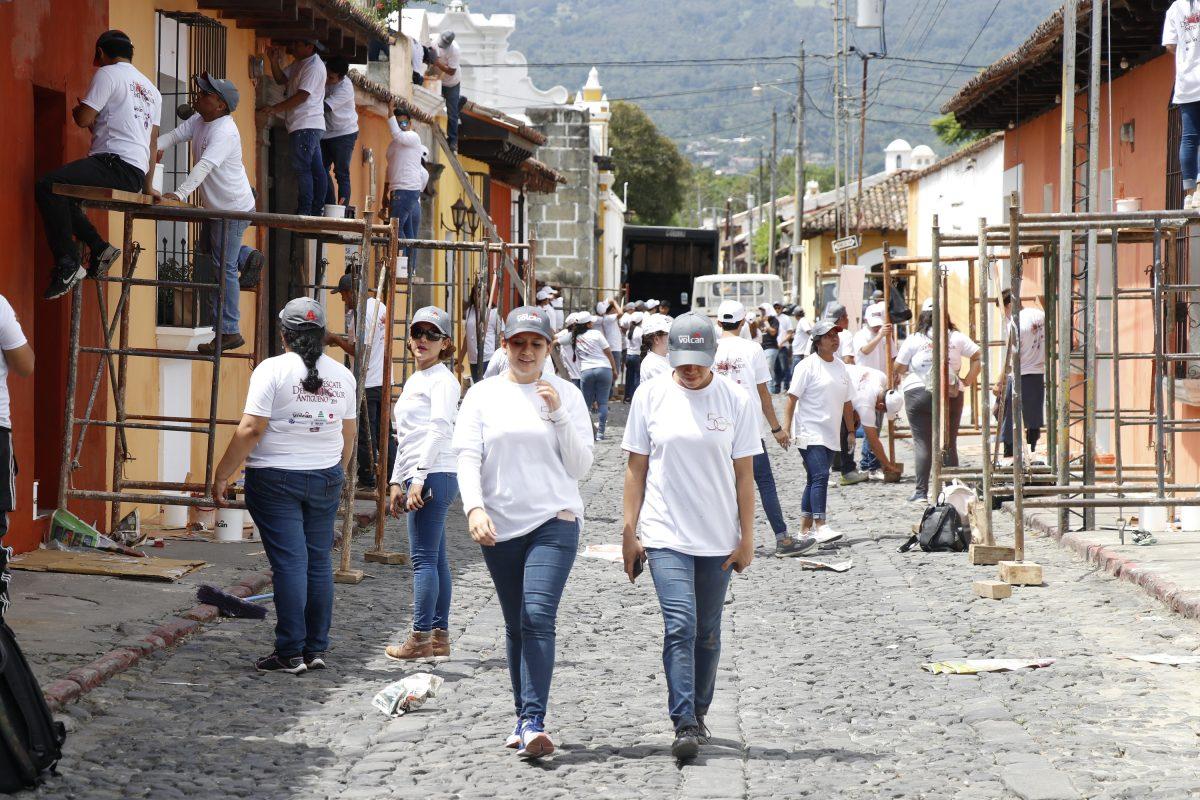 Con pinturas a base de cal se intenta recuperar la tradición de los colores de Antigua Guatemala