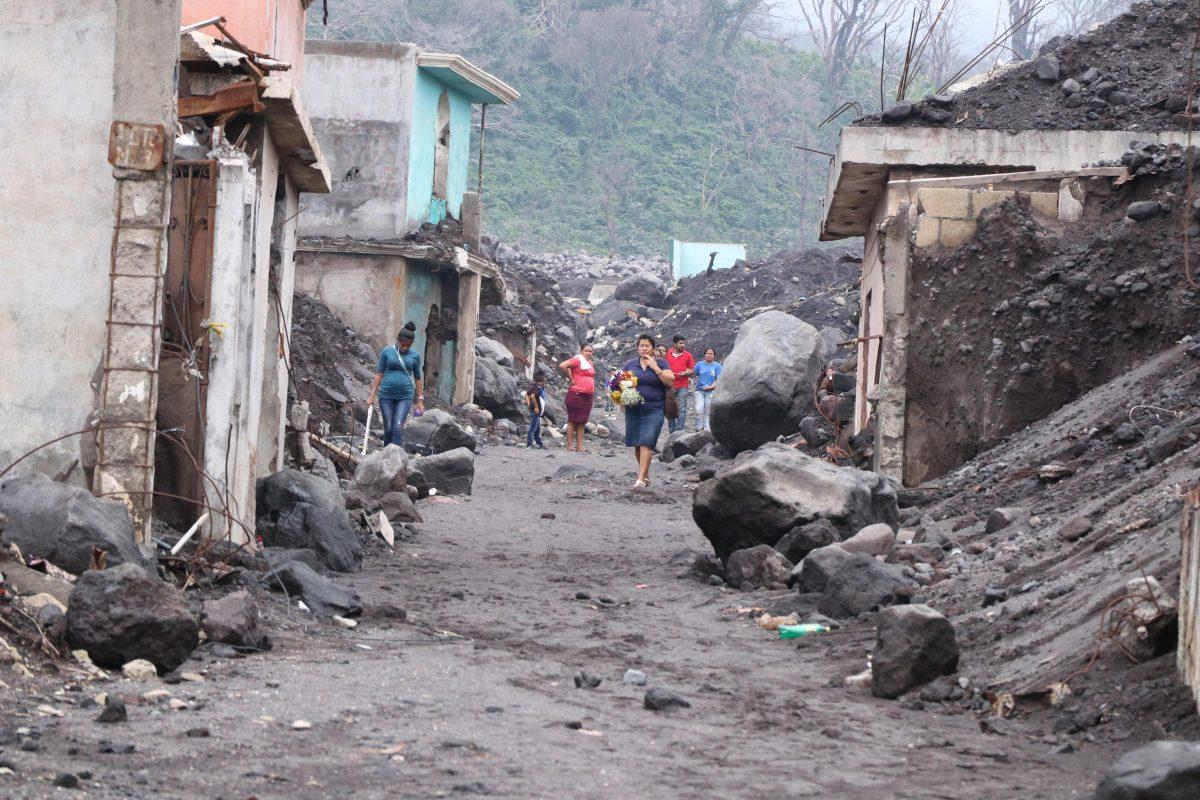 Declaran inhabitables tres comunidades por amenaza del Volcán de Fuego