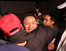 Exadillas Ramos Aguilar recibe felicitaciones de sus simpatizantes. (Foto Prensa Libre: Whitmer Barrera)