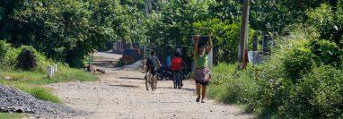 Pobladores de Champerico han expresado su preocupación por el tiempo que estuvo cerrada la empresa camaronera. (Foto Prensa Libre: Rolando Miranda)