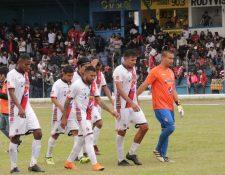 Jugadores del Quiché FC salieron decepcionados por el empate contra Sololá FC, (Foto Prensa Libre: Héctor Cordero).