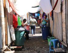Integrantes de la comunidad agraria La Trinidad, en Escuintla, aseguran que las casas en La Dignidad no cumplen con sus necesidades. (Foto Prensa Libre: Carlos Paredes)