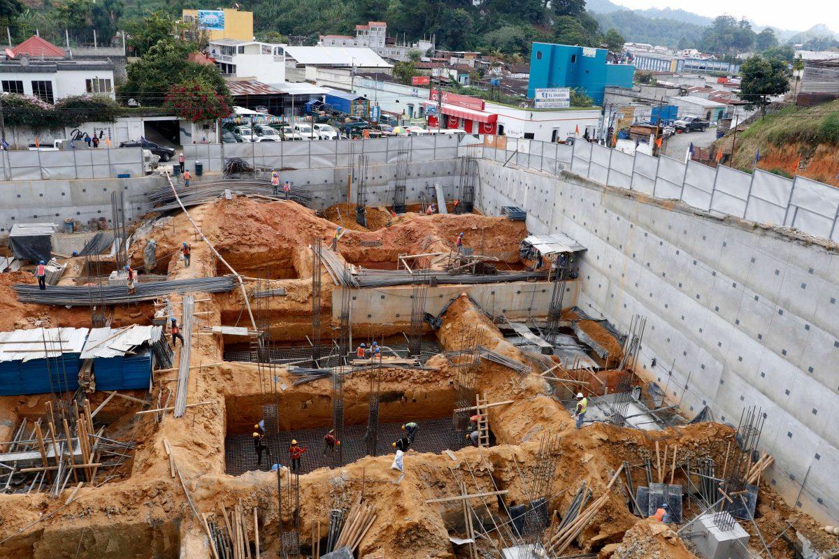 Inicia construcción de Plaza del Parque con inversión de US$8 millones en Cobán