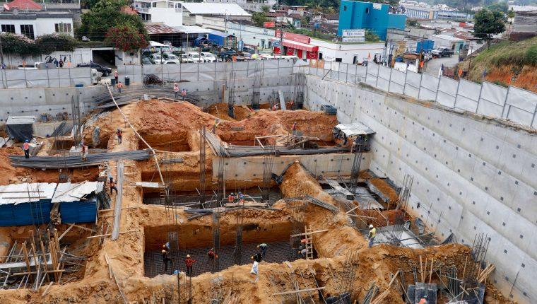 Este viernes 23 de agosto dio inicio la construcción del centro comercial Plaza del Parque, en el centro de Cobán. Luego de finalizar con las excavaciones. (Foto Prensa Libre: Eduardo Sam Chun)
