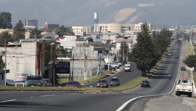 La autopista Los Altos en Xela permanecerá cerrada 10 días por las actividades de Xelafer 2019. (Foto Prensa Libre: Mynor Toc)