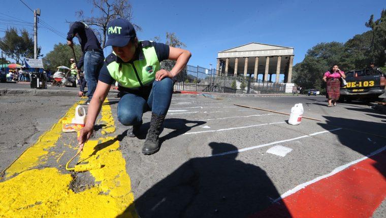 La Municipalidad de Xela buscará una vez más recuperar los espacios públicos alrededor del Templo a Minerva. (Foto Prensa LIbre: M. Toc)