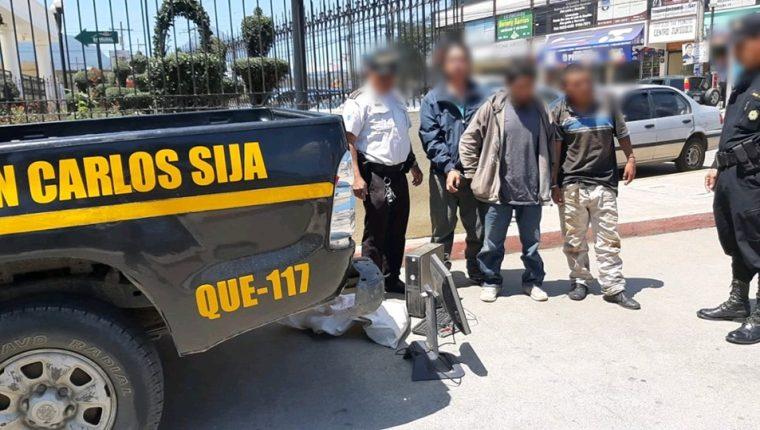 Los tres presuntos pandilleros fueron llevados al Juzgado de Turno en el Centro Regional de Justicia en Xelajú. (Foto Prensa Libre: Cortesía)