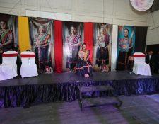 Cuatro de las candidatas que compitieron por el título de  Umial Tinimit Re Xelajuj No'j  abandonaron el escenario. (Foto Prensa LIbre: Mynor Toc)