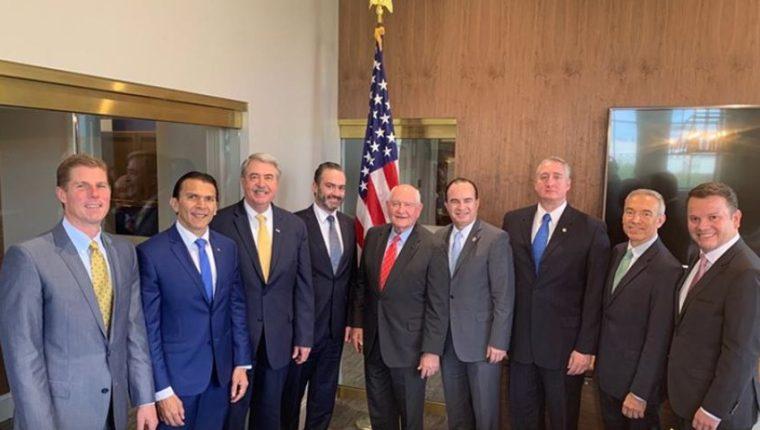 Funcionarios guatemaltecos asiste a una reunión con homólogos de EE. UU. para negociar la cantidad de visas de trabajo temporales que se otorgarán luego de la firma del acuerdo migratorio entre los dos paises. (Foto Prensa Libre: Maga)