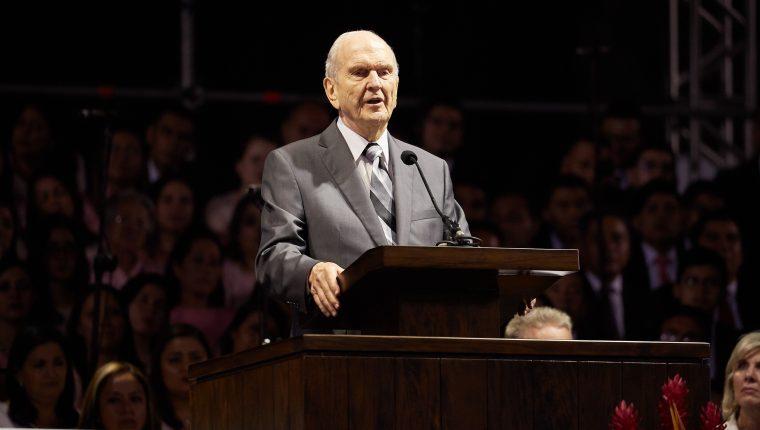 Russell M. Nelson, presidente de la Iglesia de la Iglesia de Jesucristo de los Santos de los Últimos Días, compartió con guatemaltecos. (Foto Prensa Libre: Cortesía)