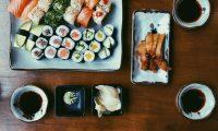 Con el paso del tiempo, el sushi se ha vuelto un plato popular alrededor del mundo, pero muchos desconocen sus propiedades.  (Foto Prensa Libre: Servicios)