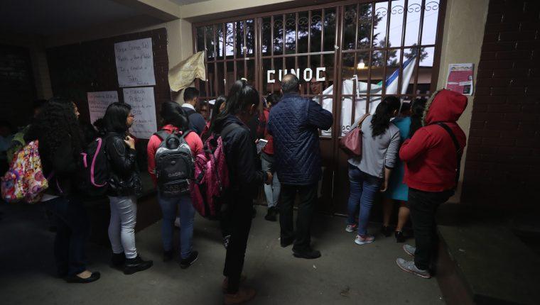 Desde el 1 de agosto de este año el Cunoc esta tomado por universitarios que demandan mejores condiciones para los estudiantes. (Foto Prensa Libre: María Longo)