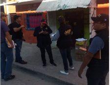 Autoridades durante los allanamientos contra la trata de personas en Petén. (Foto Prensa Libre: PNC).