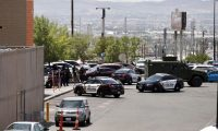 El Paso (United States), 03/08/2019.- Police stand at attention during a shooting at a Walmart in El Paso, Texas, USA, 03 August 2019. According to reports, at least one person was killed and at least 18 people injured and transported to local hospitals. One suspect is in custody. (Estados Unidos) EFE/EPA/IVAN PIERRE AGUIRRE